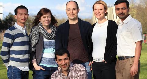 Teamfoto Doktorand_innenvertretung 2016, v.l.n.r.: Jinru, Hanna, Ehsan, Martin, Agnieszka und M. Faisal. Es fehlen Fan, Nico, Markus und Daniel.